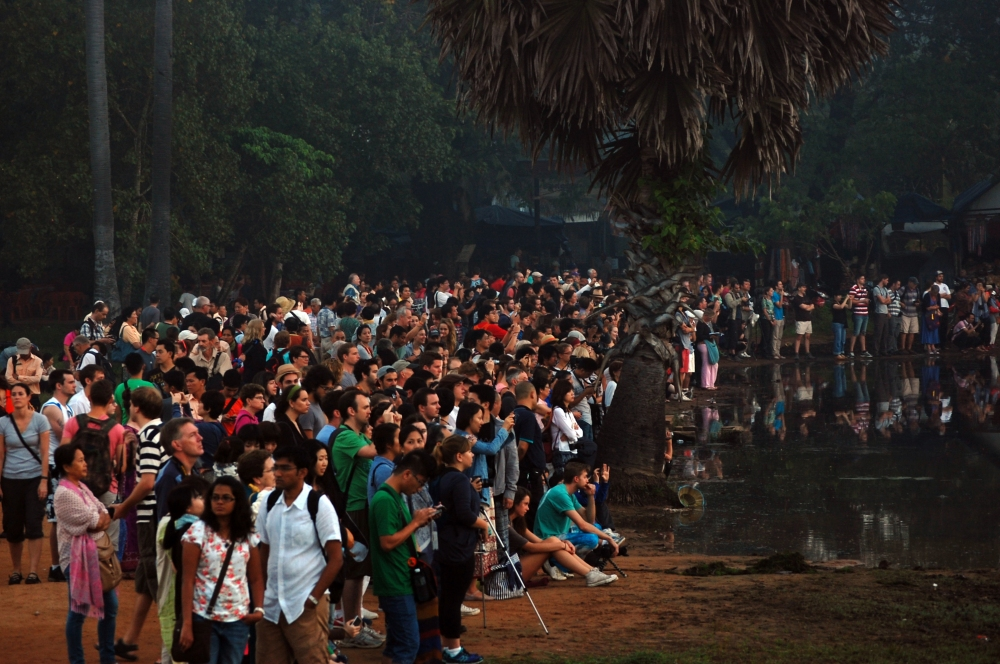 Angkor Wat at Dawn LOTS of People (1)