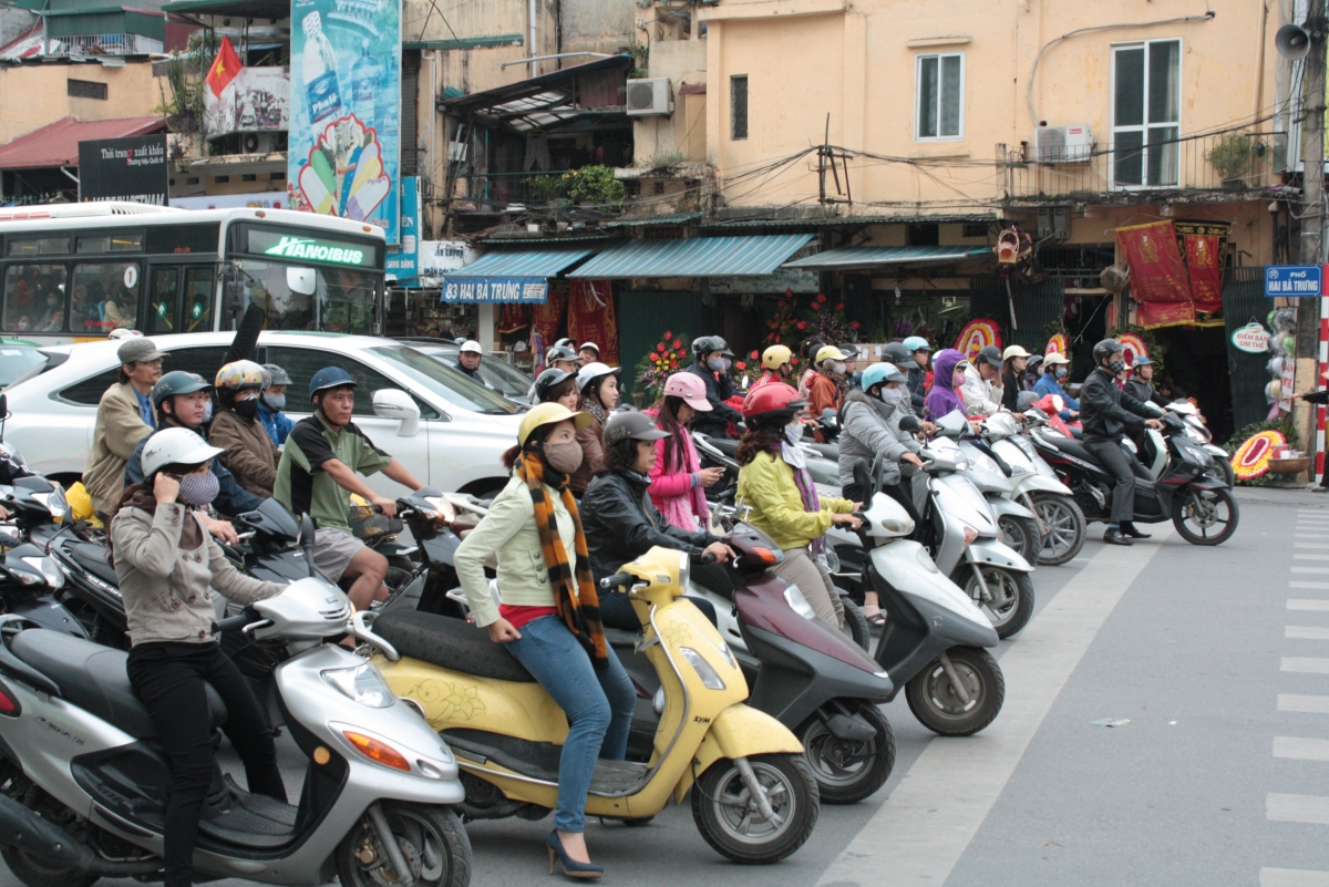 How to Cross a Road in Hanoi